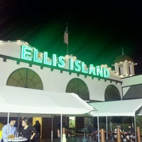 Foto diambil di Ellis Island Casino & Brewery oleh Alan C. pada 8/21/2011