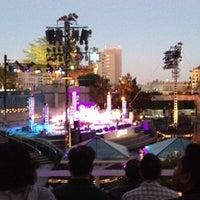 Снимок сделан в Grand Performances пользователем Zach B. 7/29/2012