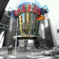 รูปภาพถ่ายที่ Bally's Casino & Hotel โดย Dan A. เมื่อ 10/30/2011