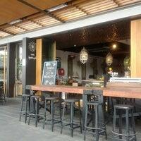 4/30/2012 tarihinde Chris L.ziyaretçi tarafından Taste Baguette & Grill'de çekilen fotoğraf