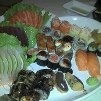 Foto tirada no(a) Kurokawa Sushi Bar por Roberto L. em 8/3/2012