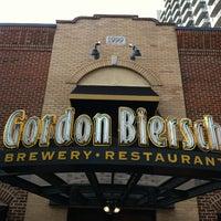 Foto tomada en Gordon Biersch Brewery Restaurant por Lise P. el 12/19/2011