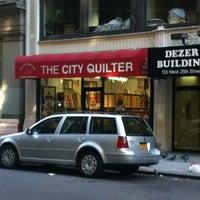 Foto tomada en The City Quilter por Elizabeth E. el 11/19/2011