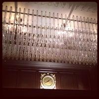 Foto diambil di Rosewood Hotel Georgia oleh Michael C. pada 3/31/2012