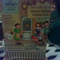 Foto tirada no(a) Nanny's Pavillon - Terrace por Tree X. em 8/12/2012