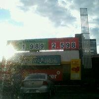 Foto tirada no(a) Posto Wap (Shell) por Frederico L. em 5/11/2012