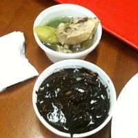 Foto scattata a Edna's Restaurant da The S. il 1/19/2012