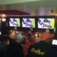 Foto tomada en Highland Tap and Burger por Brad B. el 11/28/2011