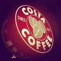 Снимок сделан в Costa Coffee пользователем Michael K. 10/25/2011