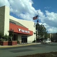 Foto scattata a Rogue Valley Mall da Adam W. il 4/23/2012