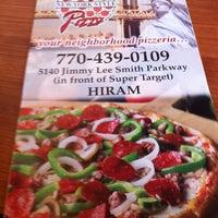 Photo prise au Johnny's New York Style Pizza par Sarah B. le8/24/2011