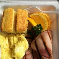 Foto tomada en Diamond Head Market & Grill por Teej H. el 1/18/2012