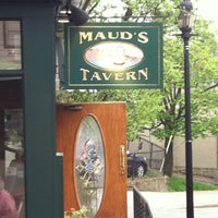 Снимок сделан в Maud's Tavern пользователем Mikey F. 4/29/2011
