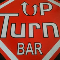 Foto tirada no(a) Up Turn Bar & Lounge por Marcos P. em 2/17/2012