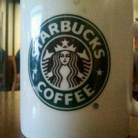 Photo prise au Starbucks par Elnino D. le10/24/2011