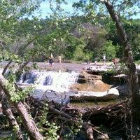 Foto tirada no(a) Bull Creek Greenbelt por John B. em 3/26/2012