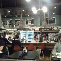 Photo prise au 24 Diner par Ricky M. le2/18/2012