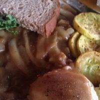 Foto diambil di Tierney's Cafe & Tavern oleh Chris R. pada 5/1/2012