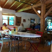 Das Foto wurde bei Artisan Foods Bakery & Café von Rachel B. am 4/23/2011 aufgenommen