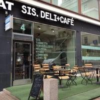 5/11/2012 tarihinde Olya G.ziyaretçi tarafından SIS. Deli + Café'de çekilen fotoğraf
