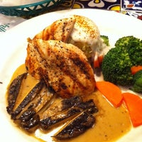 Foto diambil di Chili's Grill & Bar Restaurant oleh Willy L. pada 2/13/2012