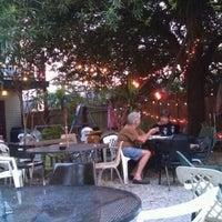 Das Foto wurde bei Bacchanal Wine von Larry L. am 8/28/2012 aufgenommen