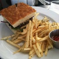 Foto tomada en Cafe Midi por Blake C. el 3/10/2012