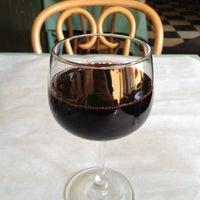 5/15/2012にAllen H.がLe Petit Triangle Cafeで撮った写真