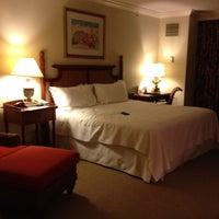 Foto diambil di Riverside Hotel oleh Zipporah S. pada 7/19/2012