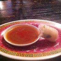 Foto tirada no(a) Clay Pot Restaurant por Stef S. em 8/19/2012