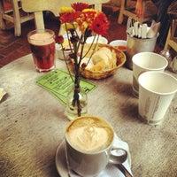 รูปภาพถ่ายที่ La Cafetería โดย Lenet A. เมื่อ 2/12/2012