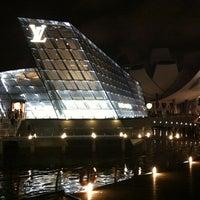 Foto scattata a Louis Vuitton Island Maison da Shane Y. il 4/21/2012
