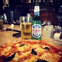 รูปภาพถ่ายที่ Settebello Pizzeria โดย David R. เมื่อ 6/28/2012