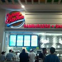 Foto tomada en Johnny Rockets por cholkorn M. el 3/16/2012