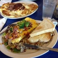 4/14/2012 tarihinde Rahul S.ziyaretçi tarafından Uptown Diner'de çekilen fotoğraf