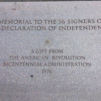 Снимок сделан в Memorial to the 56 Signers of the Declaration of Independence пользователем Justin 6/10/2012