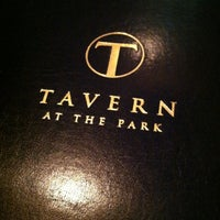 Foto tirada no(a) Tavern at the Park por Kate M. em 6/17/2012