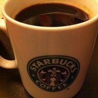 Foto scattata a Starbucks da Louisa C. il 2/12/2012