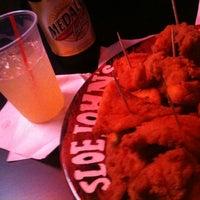 Foto diambil di Sloe John's oleh Brenda S. pada 1/15/2012