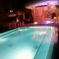 Photo prise au Highbar - Pool·Bar·Sky par Enrique N. le11/19/2011