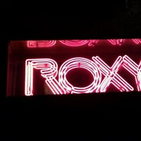 รูปภาพถ่ายที่ The Roxy โดย Caren S. เมื่อ 12/24/2011