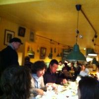 Photo prise au Chez ma cousine par Alex T. le4/14/2012