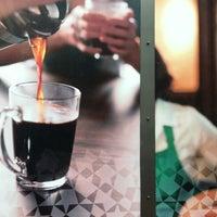 Снимок сделан в Starbucks пользователем Montserrat V. 5/10/2012