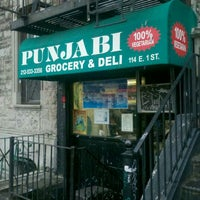 Photo prise au Punjabi Grocery & Deli par Chris Aaron G. le7/17/2012