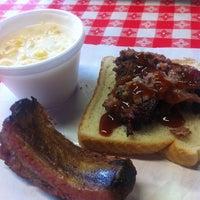 Photo prise au Rudy's Country Store & Bar-B-Q par Anthony A. le6/23/2012