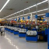 Das Foto wurde bei Walmart Supercenter von Lisa M. am 9/17/2011 aufgenommen