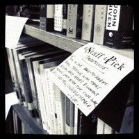 Foto tirada no(a) Tattered Cover Bookstore por Abbey M. em 8/20/2011