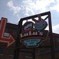 Снимок сделан в Lulu's Thai Noodle Shop пользователем Jerry G. 4/13/2012
