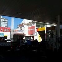Foto tirada no(a) Posto Wap (Shell) por Enrique Q. em 4/27/2012