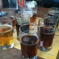Photo prise au DuClaw Brewing Company par Stefani B. le2/5/2011